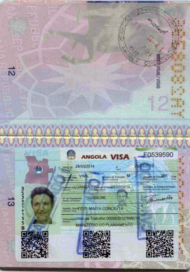 O carimbo azul anuncia o cancelamento do visto de trabalho